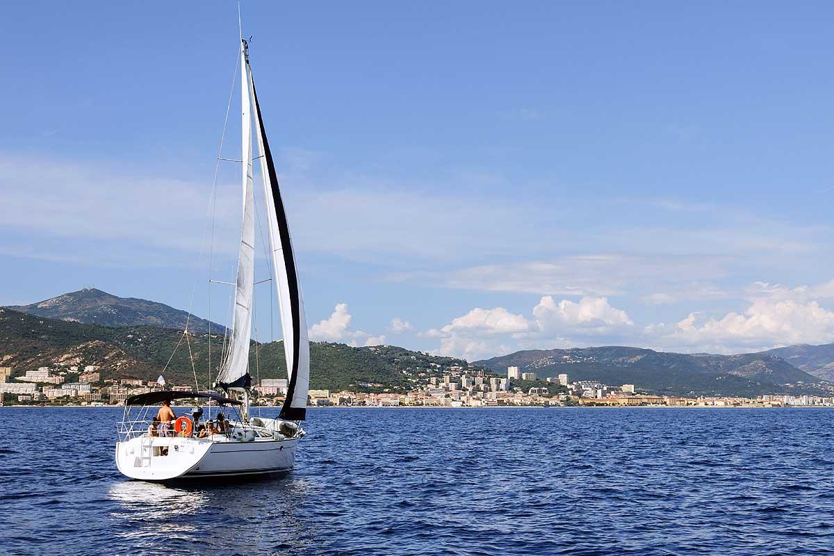 Nautisme en Corse à bord de voilier